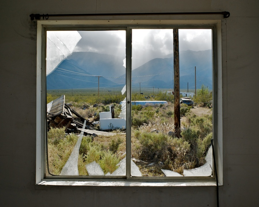 Window with Jagged Glass, Dunmovin, California (2010)