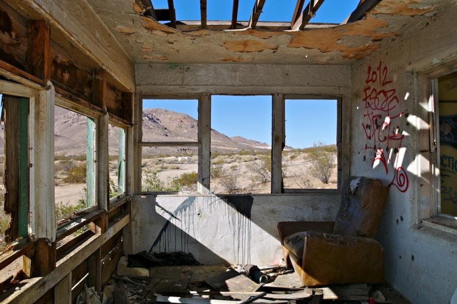 Empty Room with Recliner, Mojave, California, (2013)