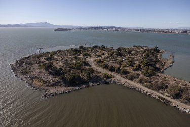 The Albany Bulb, looking northwest. Photograph by Robin Lasser.